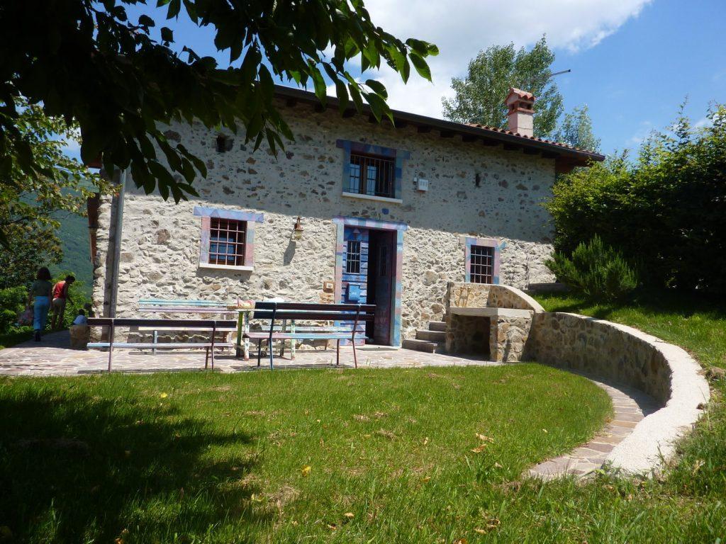 Casa in collina in legno a chiuppano vicenza for Piani casa di campagna con avvolgente portico