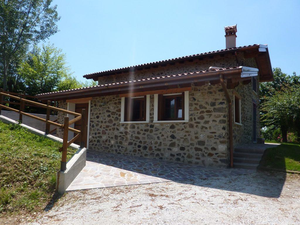Casa in collina in legno a chiuppano vicenza for Disegni di casa piano aperto